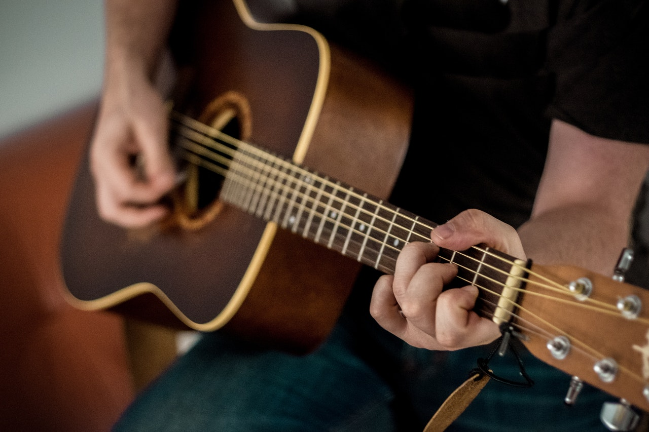 How to Play Acoustic Guitar: 10 Tips for Beginners